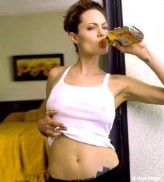 World of actresses: Angelina Jolie sexy Hollywood actress model Angelina Jolie 2016, Angelina Jolie Smoking, Angelina Joile, Lenny Kravitz, Beautiful Celebrities, Beautiful People, Beautiful Women, Lara Croft, Johnny Depp