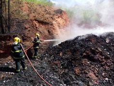 Bombeiros combatem incêndio em depósito de recicláveis em Governador Valadares