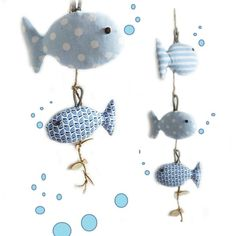 """(\(\ (-.-) 0_(""""("""") Le Monde des Bibbous vous propose une originale décoration pour chambre d'enfant à suspendre ... Thème marin , de jolis poissons bleu, suspendus sur fi - 14723645"""