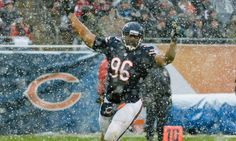 Bears' Akiem Hicks helping provide scholarships = Chicago Bears defensive end Akiem Hicks has partnered with Give Something Back to help provide three Chicago high-school seniors with four-year college scholarships, according to Bears Outreach. This is a very nice gesture by Hicks and not the first time he has given back to the community. Last summer, Hicks gave away…..