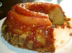Receita de Bolo de Banana com Canela e Passas - bolo do forno, fazer uma calda fria com o leite, canela e açúcar, misturar bem  Furar todo o bolo com um garf...