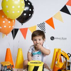 Love this construction themed cake smash photo shoot!