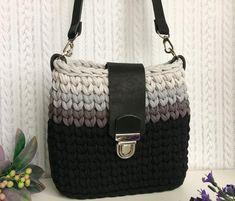 Crochet simple tote bag for beginners jestoni x – Artofit Diy Crochet Bag, Crochet Bag Tutorials, Crochet Clutch, Crochet Handbags, Crochet Purses, Crochet Yarn, Crochet Projects, Crochet Patterns, Crochet Ideas