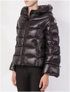 Veste Moncler Chantilly doudoune pyrenex femme capuchon noir doudounes de  marques b3d243b9041