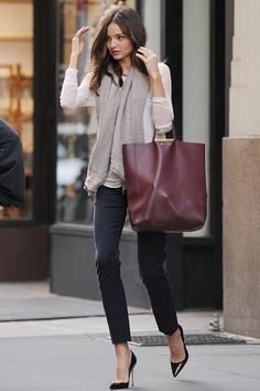 Wanted : un grand sac bordeaux comme Miranda Kerr