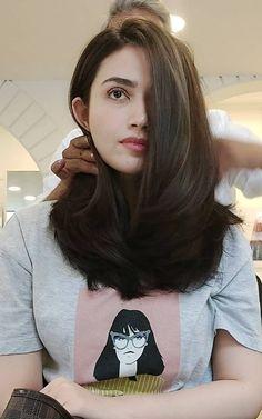 Pakistani Girl, Pakistani Actress, Indian Fashion Dresses, Cute Girl Face, Beautiful Girl Photo, Bollywood Celebrities, Beautiful Indian Actress, Girl Crushes, Indian Actresses