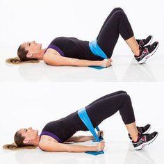 Com a faixa elástica você pode fazer vários exercícios que vão ajudar a ficar com uma barriga lisa e definida! #exercícios #fitness #treinar #gym