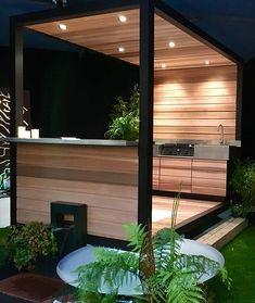 Cette cuisine d'été était présente au Salon de l'habitat de Saintes en 2017, cette structure aluminium recouverte en bois Red cédar, s'adapte à tous les jardins sans permis de construire.