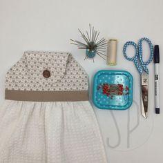 Come cucire lo strofinaccio da cucina con Sara Poiese Summer Dresses, Sewing, Crochet, Ideas, Diy, Home Decor, Towels, Kitchen, Fashion