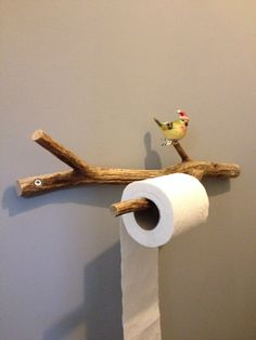16 DIY Toilet Paper Storage Ideas For Your Lovely Bathroom Store your toilet roll in style! It's function and decorative with tons of style to choose from - industrial, sport, rustic, animally and more! Toilet Roll Holder Industrial, Rustic Toilet Paper Holders, Diy Bedroom Decor, Diy Home Decor, Toilet Paper Storage, Small Toilet, Diy Craft Projects, Crafts, Storage Ideas