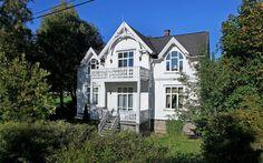 Bilderesultat for vindu sveitservilla Scandinavian Home, Nordic Style, White Houses, Old Houses, Villa, My House, Red And White, Loft, Victorian