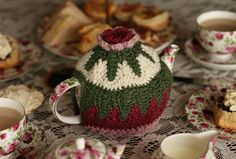 Christmas Tea Cosies to knit and crochet – free patterns – Grandmother's Pattern Book Crochet Cozy, Crochet Motifs, All Free Crochet, Crochet Crafts, Crochet Projects, Cozy Knit, Tea Cosy Pattern, Free Pattern, Knitting Patterns