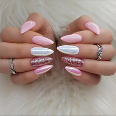 The trend of almond shape nails has been increasing in recent years. Many women who love nails like almond nail art designs. Almond shape nails are suitable for all colors and patterns. Almond nails can be designed to be very luxurious and fashionabl Hair And Nails, My Nails, Pink Nail Designs, Nails Design, Nail Glitter Design, Acrylic Nails Glitter, Baby Pink Nails Acrylic, Glittery Nails, Pretty Nail Designs