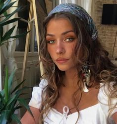 Bandana hairstyles & bandana-frisuren & coiffures bandana & peinados de bandana & hairstyles for medium length hair, easy hairstyles, hairstyles for school, braided hairstyles… Hair Scarf Styles, Curly Hair Styles, Bandana Styles, Bandana Ideas, Bandana Hair Tutorials, Curly Hair Model, Headband Styles, Long Curly Hair, Thin Hair