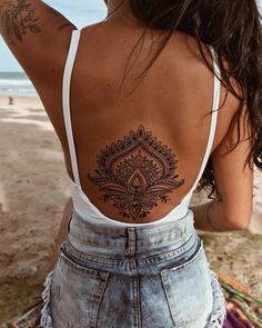 40 Cool And Amazing Back Tattoo Designs You Want To Show Off In Summer - Page 5 of 40 - Chic HostessCool And Amazing Back Tattoo Designs You Want To Show Off In Summer; Back Tattoos; Tattoos On The Back; Back tattoos of a woman; Band Tattoos, Ribbon Tattoos, New Tattoos, Body Art Tattoos, Small Tattoos, Cross Tattoos, Tatoos, Anklet Tattoos, Phoenix Tattoos