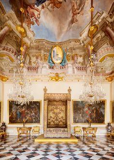 El Dormitorio de Sus Majestades ocupa la pieza central del Palacio Real de La Granja de San Ildefonso