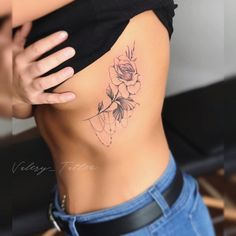 200 photos of female tattoos on the arm as inspiration - photos and tattoos - Flower Tattoo Designs Flower Tattoo Designs - flower tattoos - 200 photos of female tattoos on the arm as inspiration – photos and tattoos - Rose Rib Tattoos, Rosa Tattoos, Girl Rib Tattoos, Flower Tattoo On Ribs, Tattoo Girls, Cute Tattoos, Tatoos, Music Tattoos, Delicate Flower Tattoo