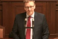 Premiérova slova jsou fraškou a výsměchem poslancům a občanům ČR