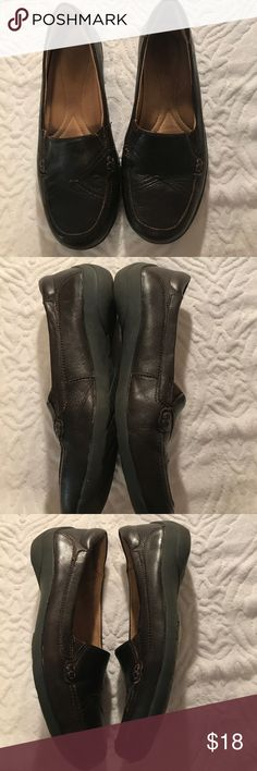 6 listings for $20! Naturalizer Brown Loafers EUC. Great condition. Worn a few times. Extremely comfortable. Outside is in wonderful condition. Very minor scuff but could probably be buffed out. Not noticeable while wearing. Outside is all leather. Naturalizer Shoes Flats & Loafers