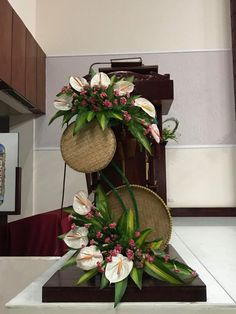 1 million+ Stunning Free Images to Use Anywhere Tropical Flower Arrangements, Creative Flower Arrangements, Flower Arrangement Designs, Ikebana Flower Arrangement, Funeral Flower Arrangements, Ikebana Arrangements, Beautiful Flower Arrangements, Flower Vases, Altar Flowers