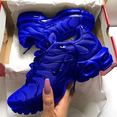 Shop Women's Nike Blue size Various Sneakers at a discounted price at Poshmark. Nike Air Shoes, Nike Air Max, Nike Shoes Huarache, Cute Sneakers, Sneakers Nike, Souliers Nike, Sneakers Fashion, Fashion Shoes, Style Fashion