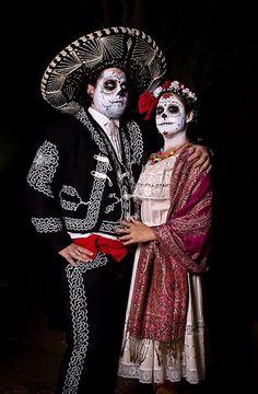 Goodwill DIY Costume Ideas: Dia de los Muertos #goodwill #diy #costume #thrift