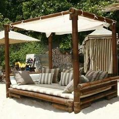 ≥ Bamboo, wonderful to have something like that! ≥ Bamboo, wonderful to have something like that! Outdoor Porch Bed, Outdoor Daybed, Outdoor Spaces, Outdoor Living, Outdoor Decor, Pergola Designs, Patio Design, Garden Design, Diy Patio