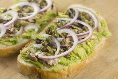 Sardine Sandwich - A healthy and quick open faced sandwich made with mashed avocado and sardines. Then it's broiled and topped with a few simple toppings. Fresh Sardine Recipe, Sardine Recipes Canned, Baked Sandwiches, Wrap Sandwiches, Sandwich Recipes, Delicious Sandwiches, How To Eat Sardines, Tapas, Open Faced Sandwich