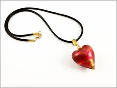 """Thais"" Pendentif Coeur en Verre de Murano rouge rubino et incrustation de feuille d'or 24 carats."