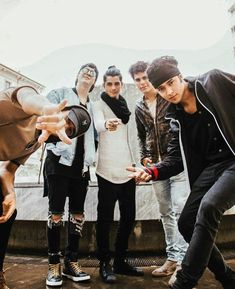Hermosos I Love You All, My Love, Five Guys, Ricky Martin, Latin Music, The Vamps, Boy Fashion, Foto E Video, Boy Bands