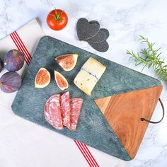 We love this green marble chopping board for its warm colours and elegant style. Marble Board, Material Board, Mood Images, Kitchen Worktop, Green Marble, Warm Colors, Colours, Acacia Wood, Wow Products