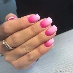As cores mais escuras criam um degradê ainda mais marcado e charmoso na manicure (Foto: Instagram @nails_soli.lt)