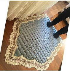 En Beğenilen Seccade Modelleri - Дина Игильманова - Welcome to the World of Decor! Ramadan Crafts, Ramadan Decorations, Baby Sewing Projects, Sewing Crafts, Decoraciones Ramadan, Islamic Decor, Islamic Prayer, Prayer Room, Diy Carpet