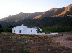 Accommodation and reservations at Harmonie Farm Cottage, in Montagu Built In Braai, Self Catering Cottages, Farm Cottage, Holiday Accommodation, Open Plan Living, Double Bedroom, Mountain View, Bed And Breakfast, Living Area