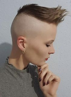 Short Hair Mohawk, Mohawk Hairstyles For Women, Short Hair Undercut, Oval Face Hairstyles, Long Wavy Hair, Undercut Hairstyles, Braids For Long Hair, Short Hair Cuts, Short Hair Styles