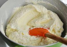 CREMA DE MASCARPONE CU NUCA DE COCOS My Recipes, Sweet Recipes, Cake Recipes, Dessert Recipes, Cooking Recipes, Romanian Desserts, Romanian Food, Hungarian Recipes, Italian Recipes