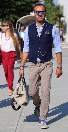 Contrasting navy waistcoat with sky blue shirt and stone chinos. Mode Masculine, Stylish Men, Men Casual, Mature Mens Fashion, Womens Fashion, Men's Waistcoat, Style Masculin, Outfit Trends, How To Look Classy