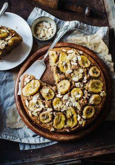 Caramelised Banana Bread Cake (Vegan & Gluten Free Vegan Cake 5 minute vegan mug cake Banana Bread Cake, Best Banana Bread, Banana Bread Recipes, Banana Cake Vegan, Gluten Free Desserts, Vegan Desserts, Vegan Gluten Free, Dessert Recipes, Vegan Mug Cake