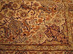 Detalhe dos campos de um tapete de Isfahan
