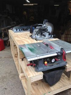 Work bench - Woodworking creation by Boone's Woodshed #woodworkingbench #woodworkbenches
