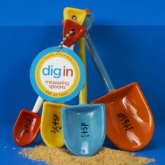 Dig In™ shovel measuring spoon set. Includes: ¼ Teaspoon, ½ Teaspoon, 1 Teaspoon and 1 Tablespoon. Made of dolomite.