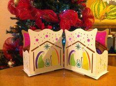 Fotos de Faroles navideños Christmas Time, Gift Wrapping, Gifts, Ideas, Paper, Christmas Lanterns, Gold Christmas, Christmas Decor, Jungle Theme