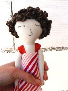 Muñeca Caty realizada en  algodón. Pelo en por AntonAntonThings