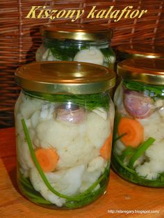 Kalafior kiszony | Stare Gary Probiotic Foods, Fermented Foods, Fruit Recipes, Vegan Recipes, Czech Recipes, Homemade Pickles, Polish Recipes, Canning Recipes, Food Design