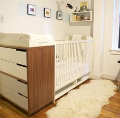 I like the way the changing table is butted up against the end of the crib....good way to save space without buying one of those combo crib/changing table things.