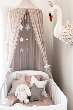 ideen fur babyzimmer The 23 most creative kids' rooms you'll love Shower Heads: Women vs. Girls Room Design, Baby Room Design, Nursery Design, Pastel Girls Room, Grey Girls Rooms, Baby Girl Nursery Pink And Grey, Pastel Nursery, Grey Baby Rooms, Room For Baby Girl