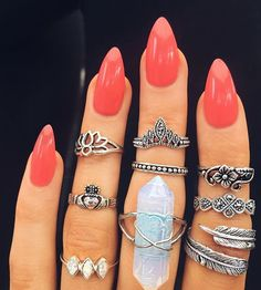 This classic red manicure. 34 Pictures That Show The Beauty Of A Good Manicure Red Manicure, Mani Pedi, French Nails, Love Nails, Pretty Nails, Nail Jewelry, Jewellery, Nail Ring, Accesorios Casual