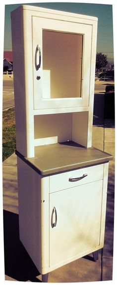 VINTAGE METAL MEDICAL DENTAL CABINET.... LOFT BATHROOM MEDICINE CABINET