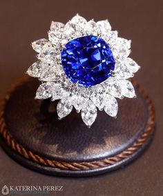 Bayco ring with a natural Ceylon sapphire of 15 cts and marquise-cut diamonds.