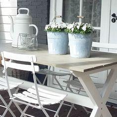 Hoera het is vandaag! Blijft een leuke tekst vind ik. Geniet van vandaag  #garden #bistro #bistrostoeltjes #mygarden #viooltjes #jardin #tuin #white